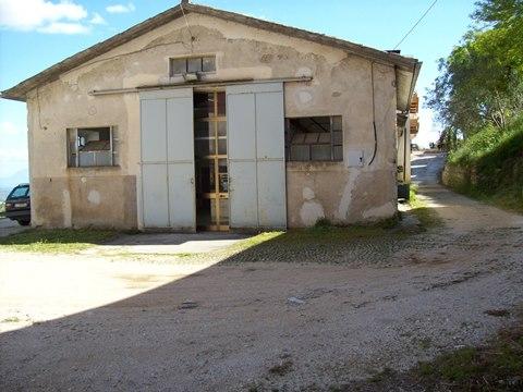 Veroli, locale artigianale con piazzale