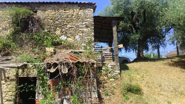 Monte San Giovanni Campano, rudere.