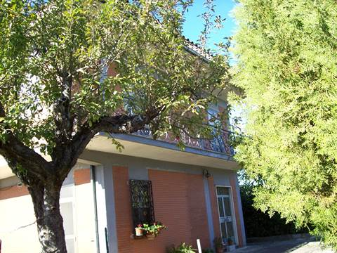 Veroli (località Casamari) casa singola con terreno. Nuda proprietà.