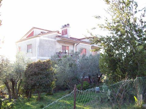 Veroli, località Colle Morgatto complesso immobiliare