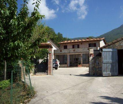 Veroli, Santa Francesca, casa in buono stato e terreno.