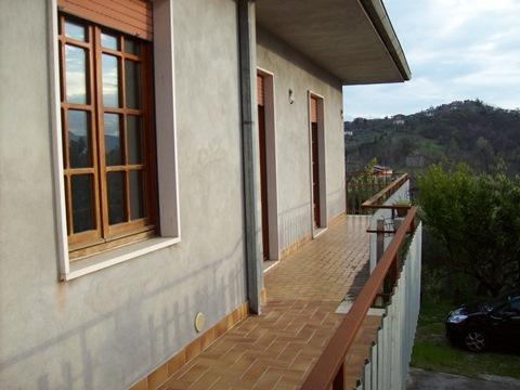 Frosinone periferia, casa indipendente con terreno