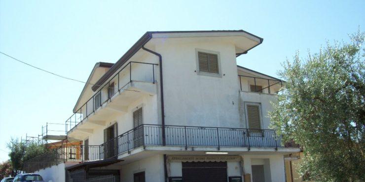 Boville Ernica, Colle Martino, casa indipendente plurifamiliare