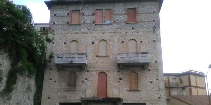 Veroli, 2 appartamenti con box. Posizione centrale.