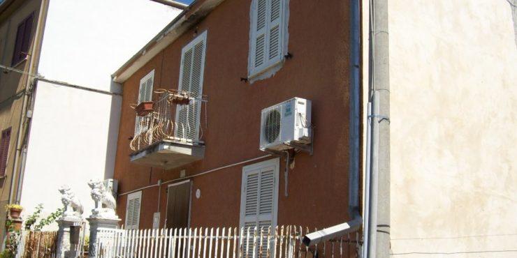 Monte San Giovanni Campano. Casa da ristrutturare parzialmente.