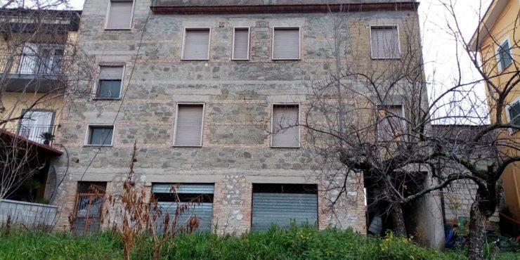Veroli, località Sant'Angelo in Villa, ampia proprietà