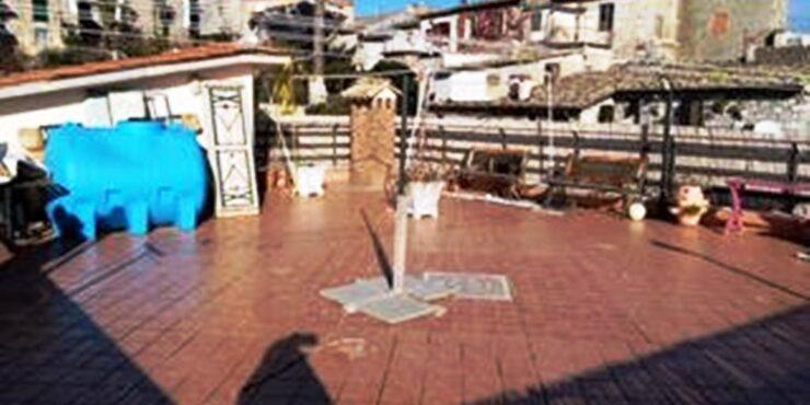 Veroli, appartamento abitabile, secondo piano con terrazzo panoramico